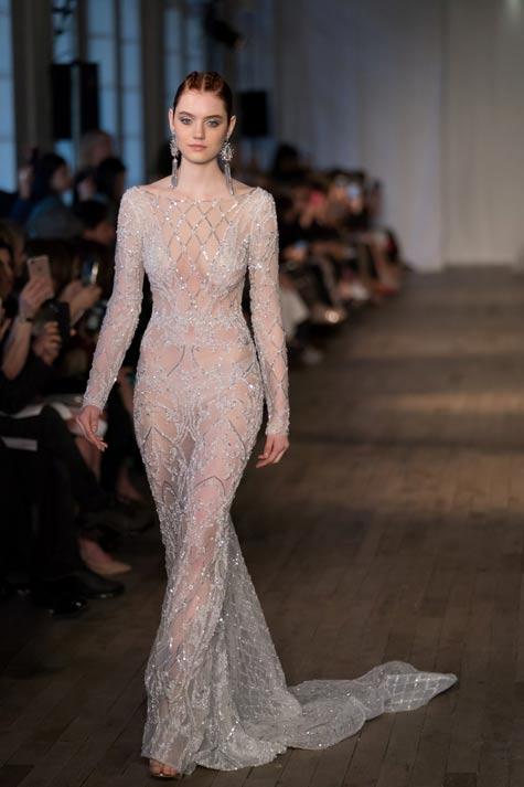 שמלת כלה עם שרוולים ארוכים ושובל קצר