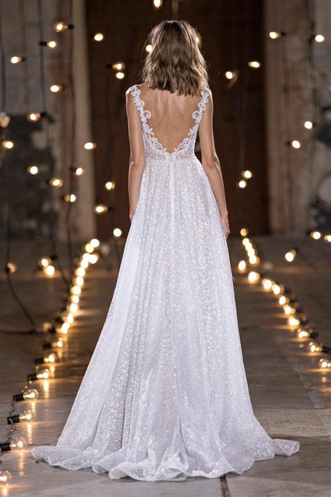שמלת כלה עם מחשוף גב וי
