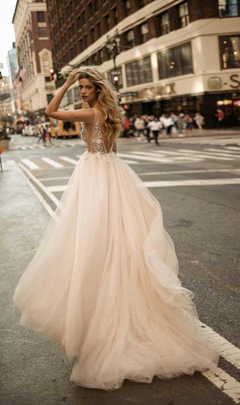 שמלת כלה עם טול בצבע אפרסק