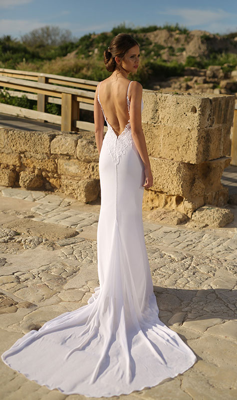 שמלת כלה עם כתפיות ומחשוף גב
