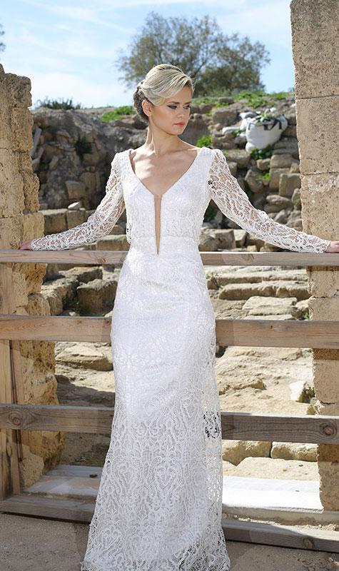 שמלת כלה עם תחרה לבנה