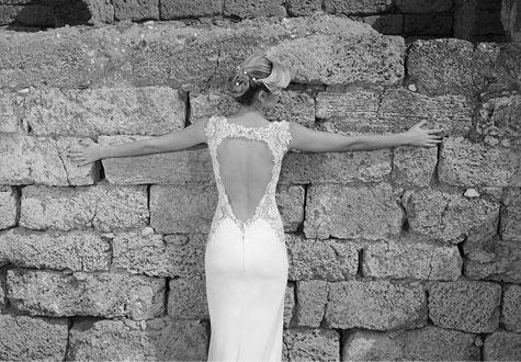 שמלת כלה עם מחשוף גב עמוק