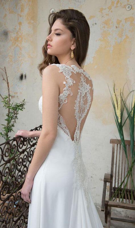 שמלת כלה עם מחשוף גב מעוצב בתחרה