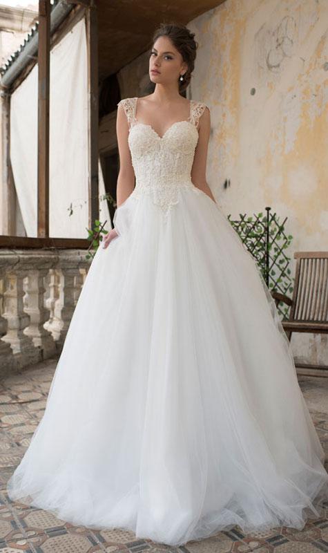 שמלת כלה נפוחה במראה נסיכה