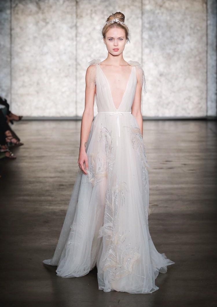 הספירה לאחור לקראת שבוע האופנה לכלות בניו יורק החלה, שמלות כלה, 1