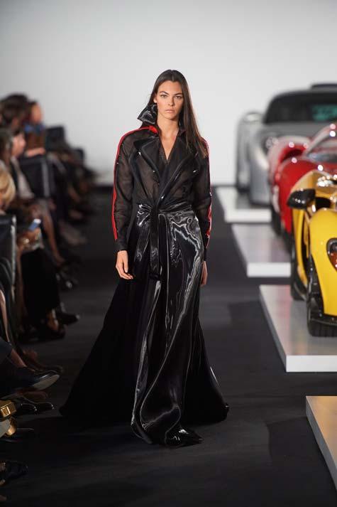 שמלת ערב שחורה מבריקה