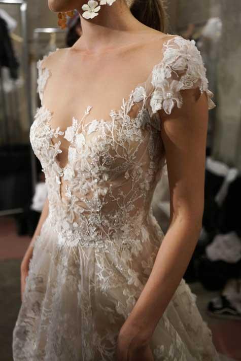 שמלת כלה עם מפתח מיוחד
