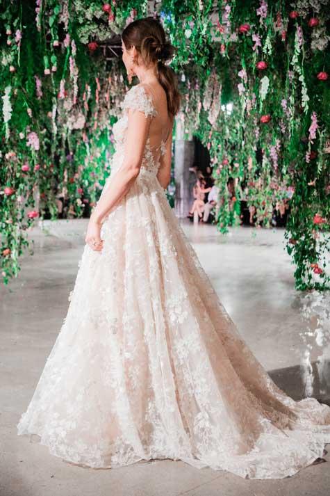 שמלת כלה - מבט מהצד