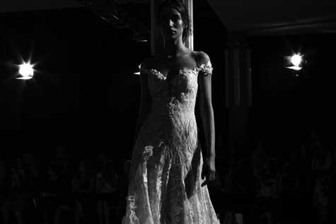 שמלת כלה עם כתפיים חשופות  ובקו הגוף