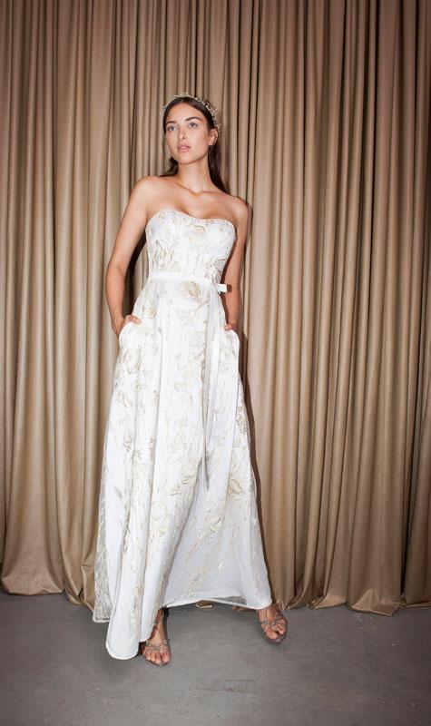 שמלת כלה ללא כתפיות בלבן