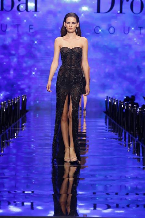 שמלת ערב בעלת כתפיים חשופות