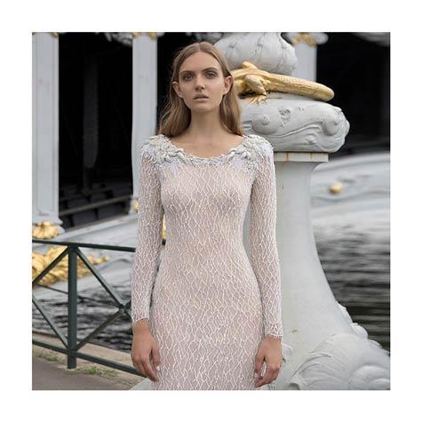 שמלת כלה צמודה ומנצנצת