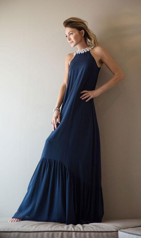 התכשיט הוא חלק משמלת ערב