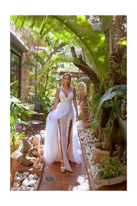 שמלת כלה עם שסעים צידיים