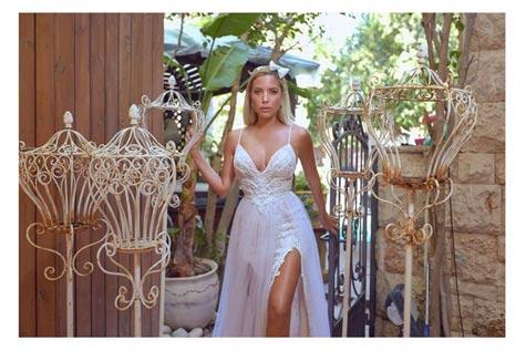 שמלת כלה עם שסע צידי