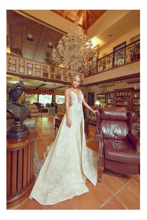 שמלת כלה עם מחשוף וי קדמי