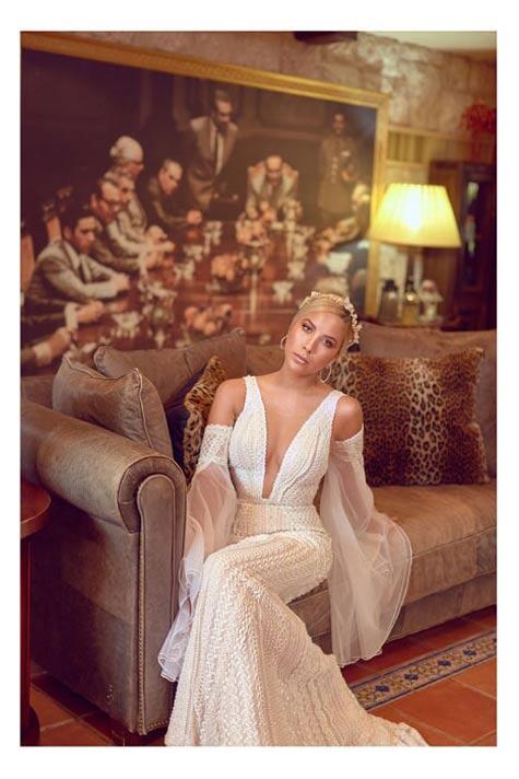 שמלת כלה עם שרוולים וכתפיים חשופות