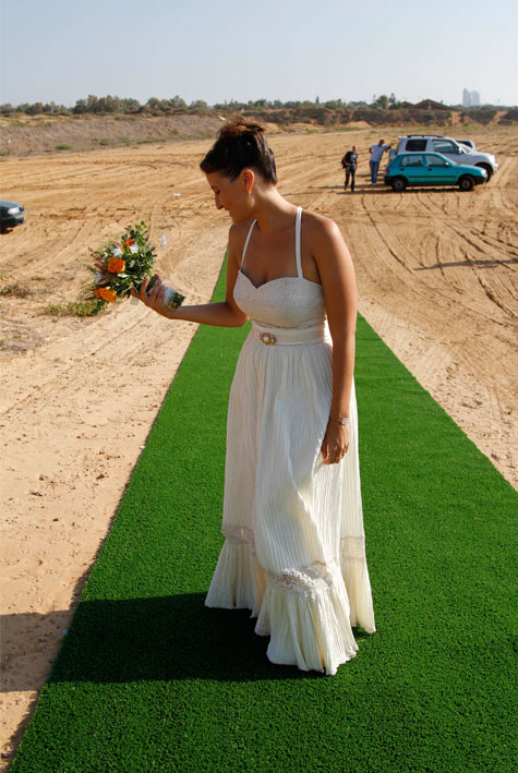 השמלה של אמא-גילי הרצמן 2011 צילום:אביב נווה