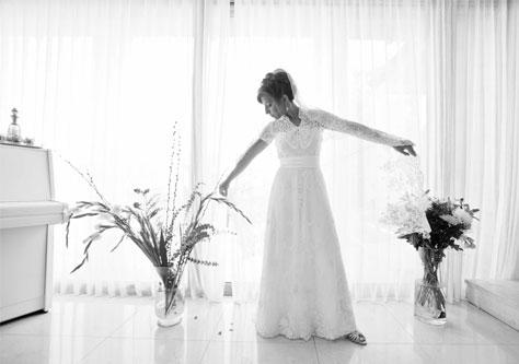 הילה טפרברג בשמלה והינומה מהתק' הויקטוריאנית - סוף המאה ה-19. צילום:אסף קלוגר ורועי רוחלין