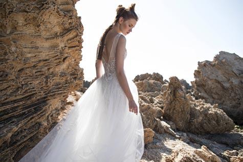 שמלת כלה עם חלק תחתון נפוח