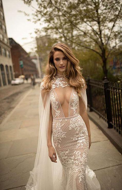 שמלת כלה עם מחשוף עמוק וגלימה