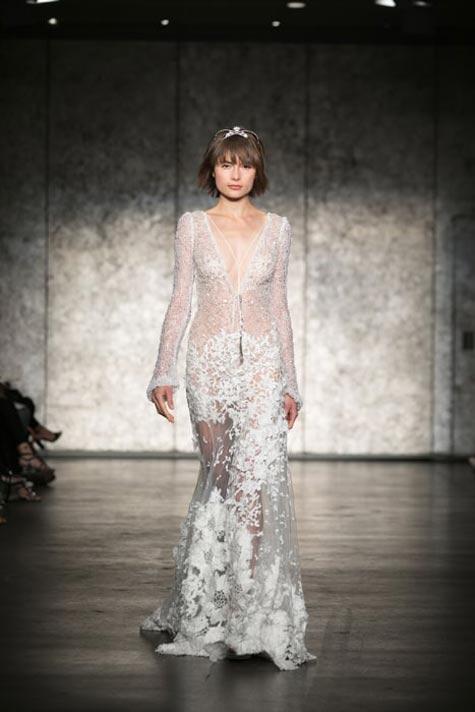 שמלת כלה בקו הגוף עם שרוולים ארוכים