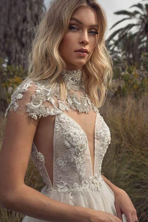 שמלת כלה עם קולר ייחודי