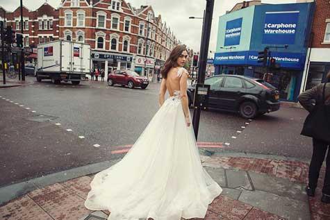 שמלת כלה בגב חשוף