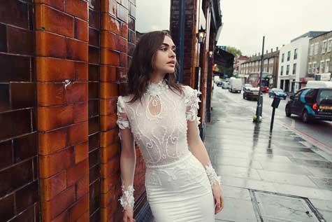 שמלת כלה עם מותן גבוהה ושרוולים שקופים
