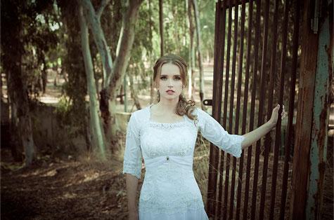 שמלה: יעל אסרף. צילום: נועה אייזנשטט