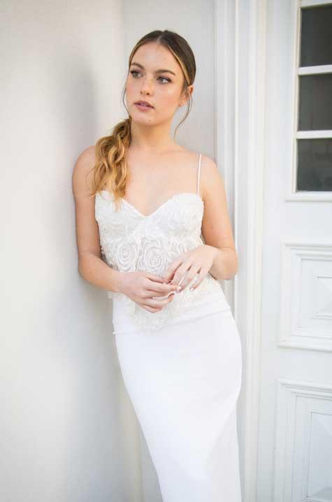 שמלת כלה עם חלק עליון תחרה