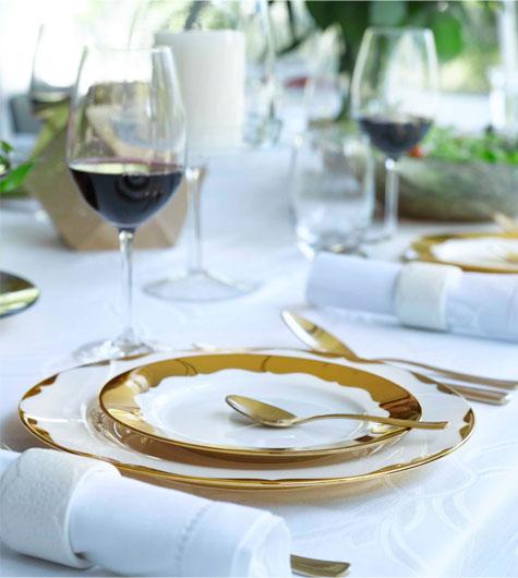 עיצוב שולחן חג לבן