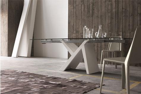 שולחן עשוי זכוכית