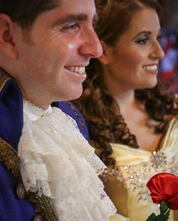 שני סיפורי חתונה פורימיים: חתונות 'נשף'